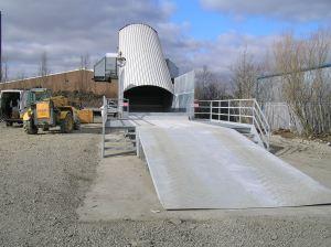Nastro trasportatore per rifiuti ZC2114 con reversibile e rampa in acciaio