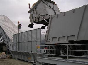 Nastro trasportatore per rifiuti ZC2114 con reversibile e rampa in acciaio. Scarico di veicolo per la raccolta ravvicinato.