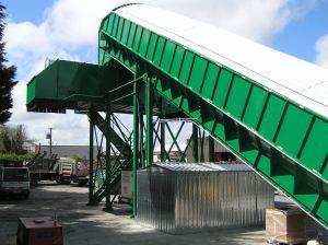 Nastro trasportatore per rifiuti ZC2114 verniciato con nastro reversibile.